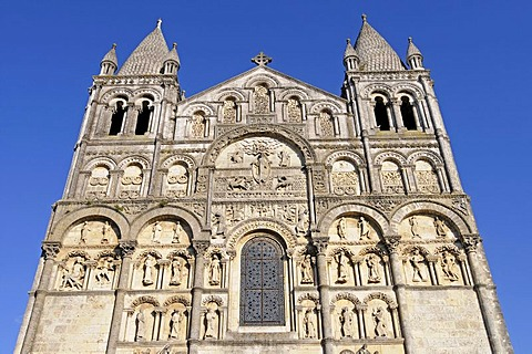 Facade, Saint Pierre Cathedral, Angouleme, Poitou Charentes, France, Europe