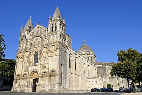 Saint Pierre Cathedral, Angouleme, Poitou Charentes, France, Europe