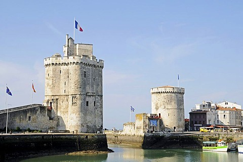 Tour Saint Nicolas and Tour de la Chaine, towers, harbour, La Rochelle, Poitou Charentes, France, Europe