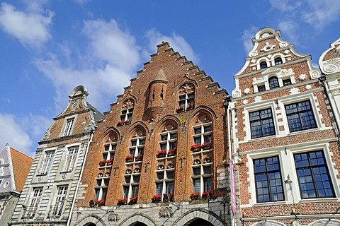 House facades, gabled houses, square, Grand Place, Arras, Nord Pas de Calais, France, Europe