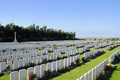 Numerous white gravestones, rows, soldier's graves, war graves, the fallen, Terlincthun British war cemetery, world war, Wimille, Boulogne sur Mer, Nord Pas de Calais, France, Europe