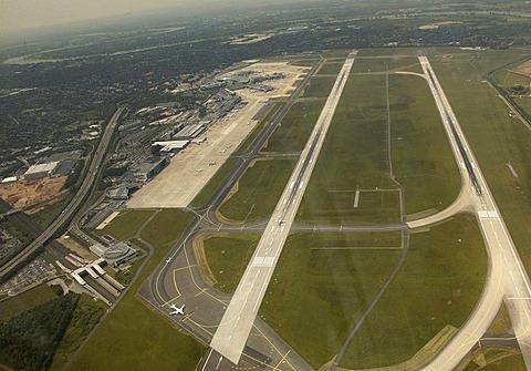 Runway aerial photo, runway, Duesseldorf Rhine-Ruhr-Airport, Duesseldorf, North Rhine-Westphalia, Germany, Europe