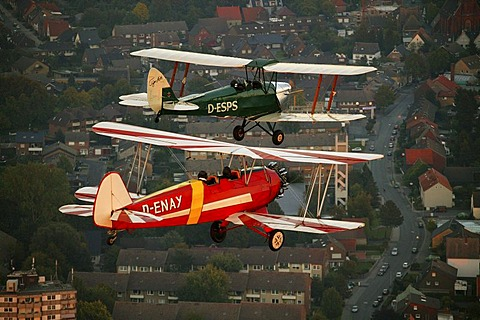 Aerial picture, Tiger Moth, D-ESPS, built in 1940, green, Focke-Wulf Stieglitz, D-ENAY, built in 1940, red and white, planes, Hamm, Ruhr area, North Rhine-Westphalia, Germany, Europe