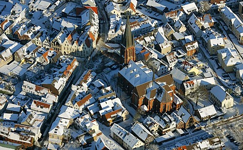 Aerial photo, city center, St. Sixtuskirche church, market square, historical town hall, snow, Haltern, Ruhr Area, North Rhine-Westphalia, Germany, Europe