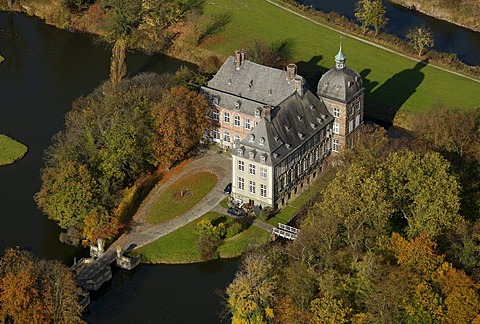 Aerial photo, moated castle, Burg Hovestadt, Hovestadt Castle, Earl of Plettenberg, baroque gardens, Hovestadt, Lippe, Lippstadt, Soest District, Soester Boerde, South Westphalia, North Rhine-Westphalia, Germany, Europe