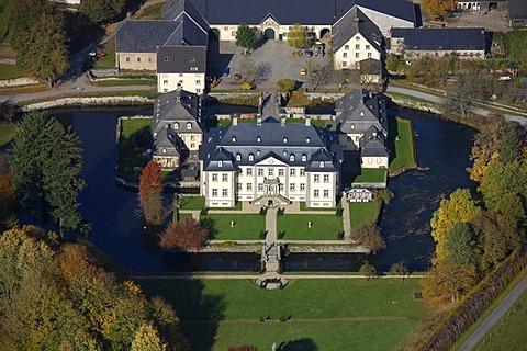 Aerial photo, baroque Schloss Koertlinghausen, moated castle, Kallenhardt, Ruethen, Kreis Soest, Soester Boerde, South Westphalia, North Rhine-Westphalia, Germany, Europe