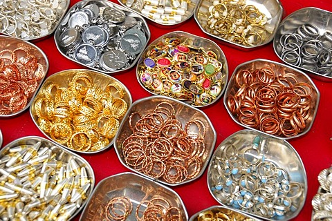 Jewellery sale, historic centre of Ajmer, Rajasthan, North India, Asia