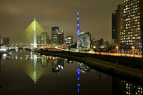 Octavio Frias de Oliveira Bridge, inaugurated on 10 May 2008, Rio Pinheiros, and modern high-rise buildings, Morumbi district, Sao Paulo, Brazil, South America