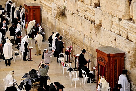 Jews praying at the Wailing Wall, Jerusalem, Israel, Near East, Orient
