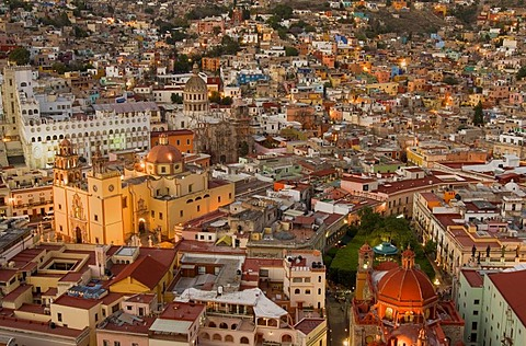 Cathedral Nuestra Senhora de Guanajuato and University at night, historic town of Guanajuato, UNESCO World Heritage Site, Province of Guanajuato, Mexico