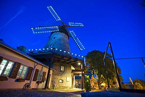Windmill, Veski Trahter, Kuressaare, Saaremaa, Baltic Sea Island, Estonia, Baltic States, Northeast Europe - 832-251560