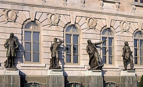 Detail of the facade of the parliamentary building, bronze sculptures of important personalities of Quebec's history, from left to right, Pierre le Moyne Iberville, Pierre La Verendrye, Jacques Marquette and Louis Jolliet, Quebec City, Canada, North Ameri