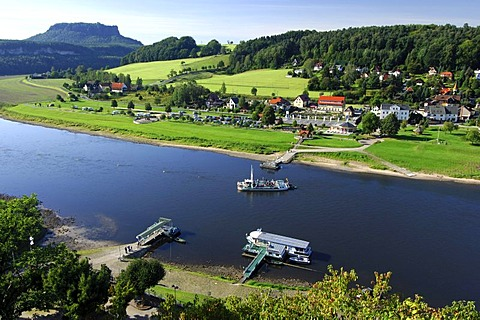 Ferry link between districts Niederrathen and Oberrathen on the Elbe river, Climatic Spa Resort Rathen, National Park Saxon Switzerland, Saxony, Germany, Europe