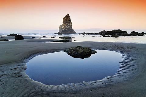 Monolith, solidified lava rock at Cannon Beach, Clatsop County, Oregon, USA, North America