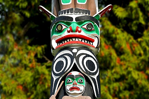 Face carved into a totem pole in Stanley Park, Vancouver, British Columbia, Canada, North America