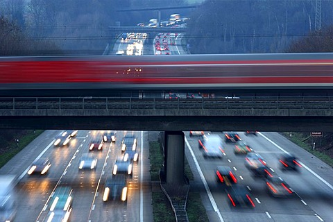 Local train, commuter train, crossing the A3 motorway near Mettmann, Erkrath, North Rhine-Westphalia, Germany, Europe