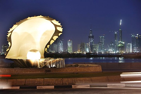 Pearl Monument, Corniche, Doha Bay, newly constructed buildings, high rise district on the north bank of the Corniche, Doha, Qatar