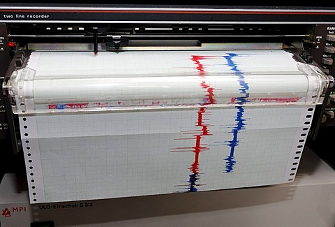 Recorder of a measuring instrument, red and blue lines on milimeter paper, system work-shop in the Max-Planck-Institute for radio astronomy, Bad Muenstereifel-Effelsberg, Eifel, North Rhine-Westphalia, Germany, Europe