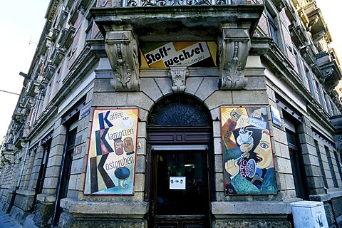 Shop selling second-hand clothing and a cafe in a building from the Gruenderzeit period, painted shop signs, Dresdner Neustadt, Dresden, Saxony, Germany, Europe