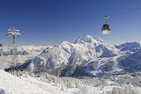 Gondola of Millennium Express cable car in front of Gartnerkofel Mountain, Nassfeld, Carinthia, Austria, Europe