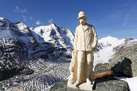 Monument to Kaiser Franz Joseph at Kaiser-Franz-Josefs-Hoehe in front of Grossglockner mountain and Pasterze Glacier, Grossglockner High Alpine Road, Hohe Tauern National Park, Carinthia, Austria, Europe