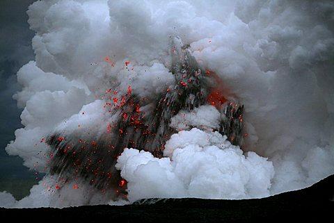 Smoke- and gas clouds and explosions where the Kilauea Volcano lava and the waters of the Pacific Ocean meet, Kalapana, Big Island, Hawai'i, Hawaii, USA