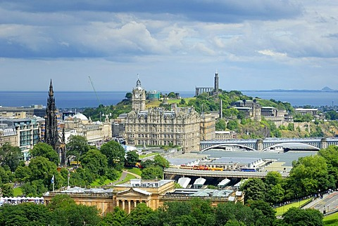 View of the historic city centre and Calton Hill, Edinburgh, Scotland, Great Britain, Europe