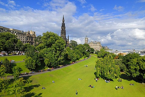 View of East Princes Street Gardens, Edinburgh, Scotland, Great Britain, Europe