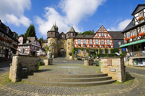 Burgtor Castle gate, Braunfels, Marktplatz Square with half-timbered houses, Braunfels, Lahn-Dill-Kreis, Hesse, Germany, Europe