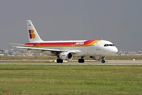 Airbus A320 Iberia, Montana de Covadonga, taking off at Frankfurt Airport, Hesse, Germany, Europe