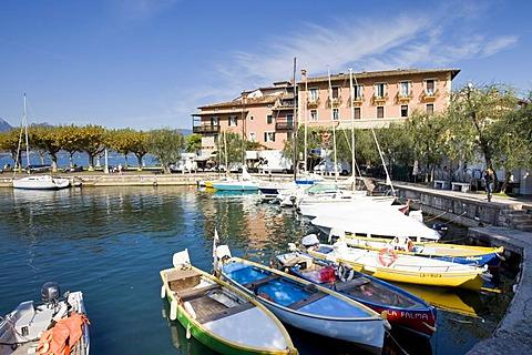 Small harbor in Torri del Benaco on Lake Garda, Lago di Garda, Lombardei, Italien, Europa