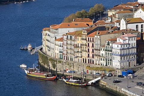 View of the historic centre of Porto with the Rio Duoro River from the Vila Nova de Gaia quarter, Porto, UNESCO World Cultural Heritage Site, Portugal, Europe