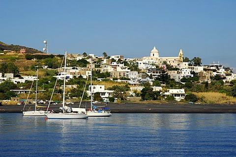 Sailing boats anchored at a white village on Stromboli Island, Stromboli volcano, Aeolian or Lipari Islands, Tyrrhenian Sea, Sicily, South Italy, Italy, Europe