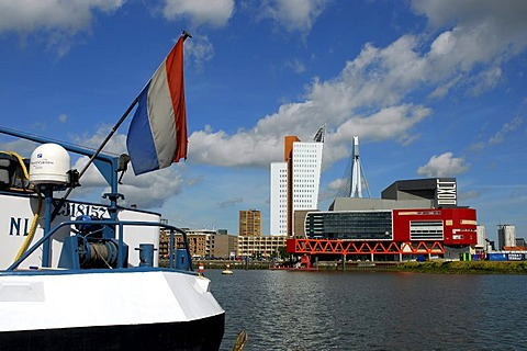 Inland navigation ship in the Rijnhaven, in front of modern architecture at the Wilhelminapier, Wilhelminaplein: the Luxor theatre, to the left of it the Belvedere building of the telephone company KPN Telecom and behind it the Erasmusbrug bridge, Rotterd