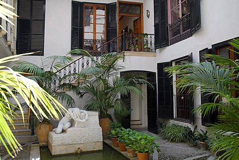 Inner courtyard, Patio, Casa Museo J. Torrents Llado, a museum in a former city palace, historic city centre of La Portella, Ciutat Antiga, Palma de Mallorca, Mallorca, Balearic Islands, Spain, Europe