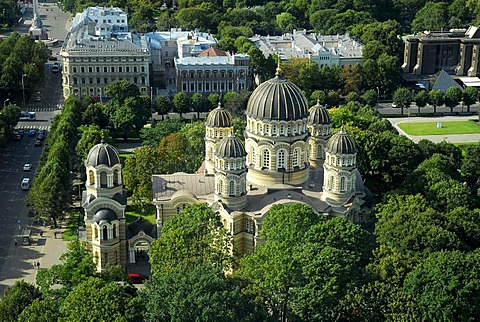 Russian Orthodox Cathedral, Kristus Piedzimsanas pareizticigo Katedrale, Orthodox Church of Christ's Birth, in the Esplanade park, Riga, Latvia, Baltic states, Northeastern Europe