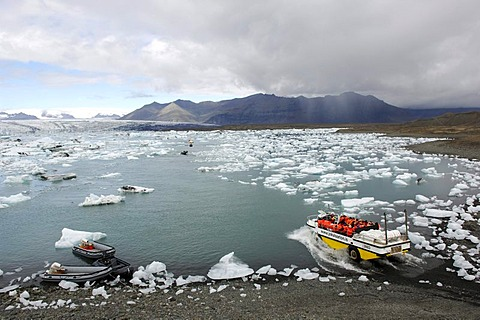 Boat on tour between icebergs with rubber dinghies and amphibious vehicle, glacier, Joekulsarlon, Iceland, Europe