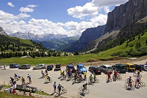 Racing cyclists on Passo Gardena mountain pass, Sella Ronda Bikeday, Val Gardena, Alto Adige, Dolomites, Italy, Europe