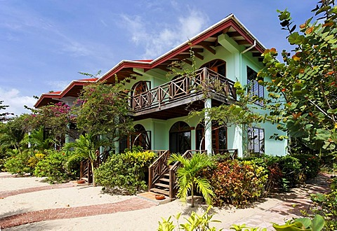 Row of bungalows, Hamanasi Hotel, Hopkins, Dangria, Belize, Central America, Caribbean