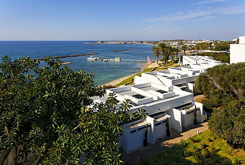 Bungalows in a row, beach, bay, fort, historc centre, Almyra Hotel, Paphos, Cyprus, Asia