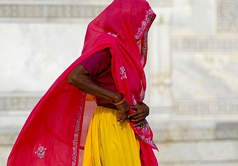 Woman wearing a pink coloured sari, mausoleum of the Taj Mahal, Agra, Uttar Pradesh, North India, India, Asia