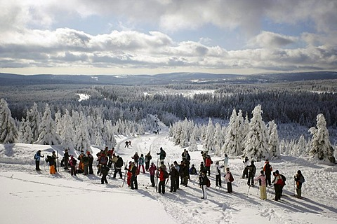 Group of skiers on the snowy Brocken mountain, Harz region, Saxony-Anhalt, Germany