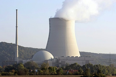 EON nuclear power station Isar II, reactor building and cooling tower, Essenbach, Bavaria, Germany, Europe