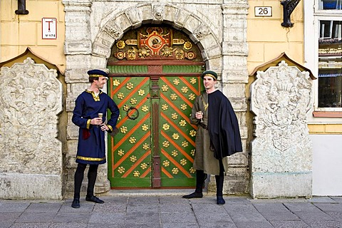 Actors wearing traditional costume in front of the House of the Blackheads in the historic centre of Tallinn, Estonia, Baltic States, North Europe - 832-268819