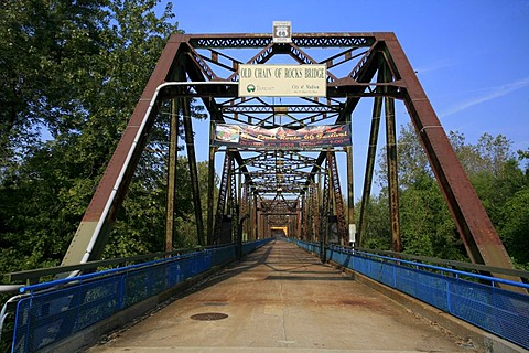 Old Chain of Rocks Bridge over the Mississippi River between Missouri and Illinois, historic Route 66 in Missouri, USA