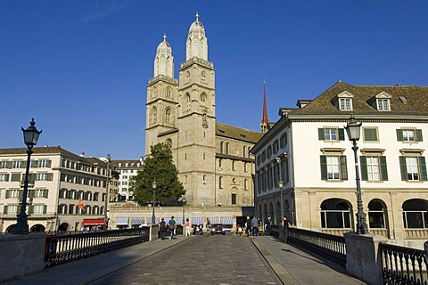 The Muensterbruecke Bridge in front of the twin towers of the Grossmuenster Church, the symbol of the city of Zurich, Switzerland, Europe