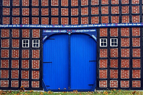 Historic Lower Saxony timber-framed house in Jabel, large door, estate house, former farmhouse, Hannoverian Wendland area, Luechow-Dannenberg district, Lower Saxony, Germany, Europe