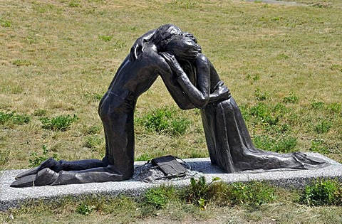"Memorial, ""Versoehnung"", reconciliation by Josefina da Vasconcellos, for the 10th anniversary of th Berlin Wall on the 09.11.1999, Bernauer Road, Berlin, Germany, Europe"