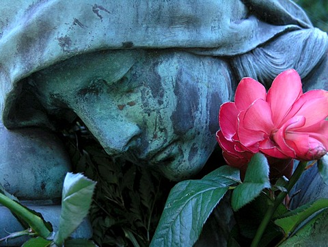Detail of a sculpture in the Ohlsdorf cemetery, Hamburg, Germany, Europe