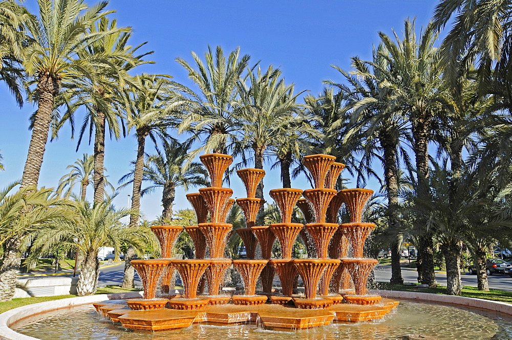 Fountain, palm trees, Elche, Elx, Alicante, Costa Blanca, Spain